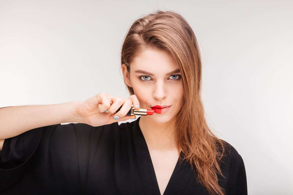 how to remove lipstick stain from lips