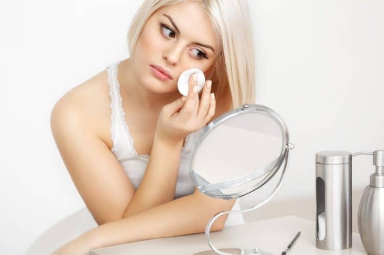 How to Use a Makeup Sponge