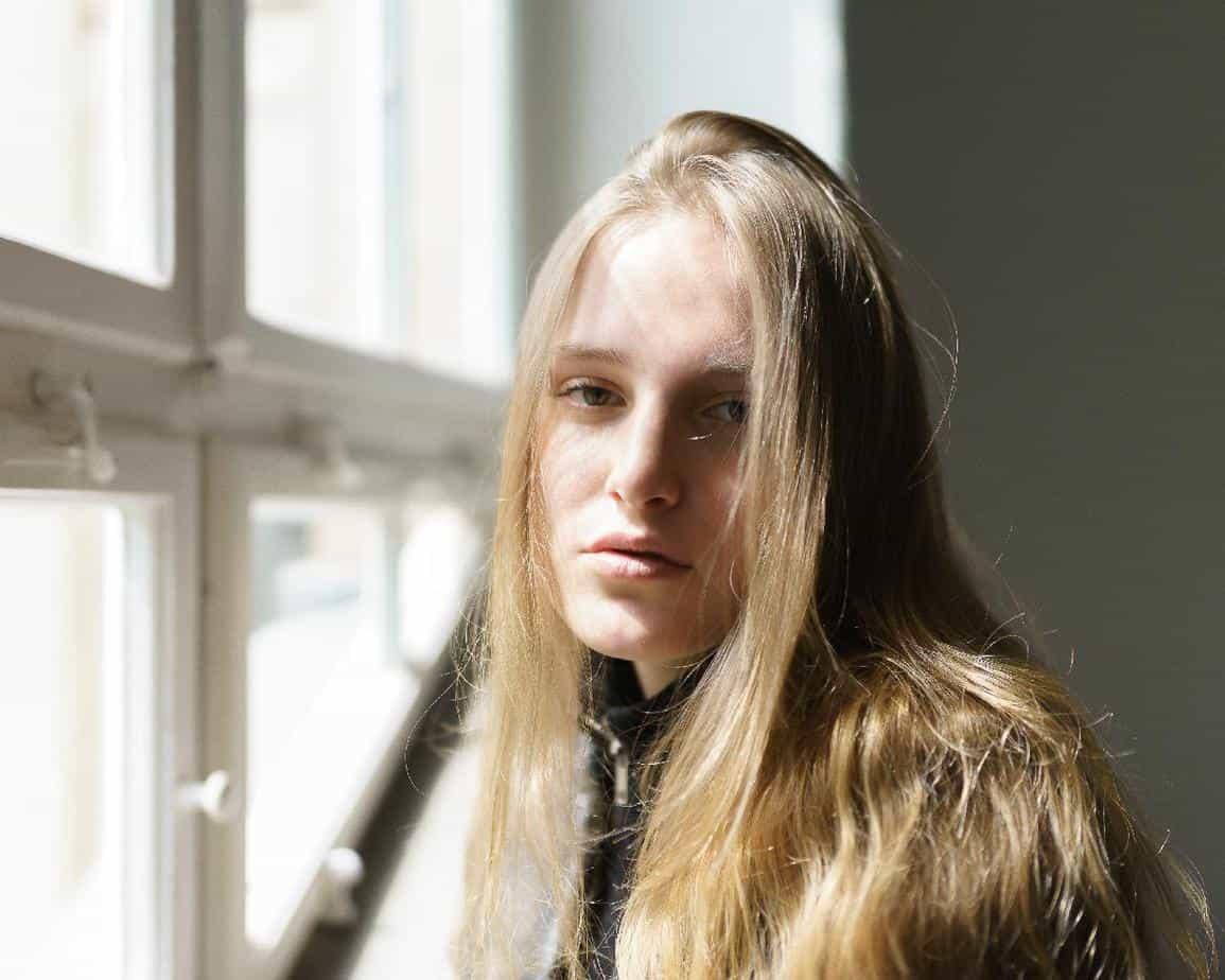 light_brown_hair